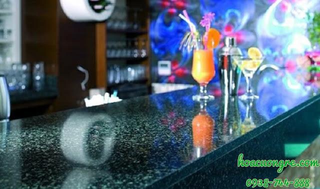 đá hoa cương xanh Hassan làm mặt bàn quầy bar