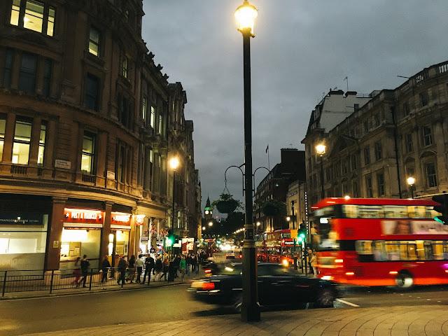 トラファルガー・スクウェア(Trafalgar Square)から眺める ビッグ・ベン(Big Ben)