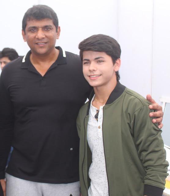 4. Aslam Shaikh with Siddharth Nigam