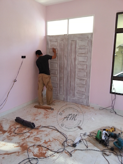 Rumah Idaman : Pemasangan Pintu Rumah