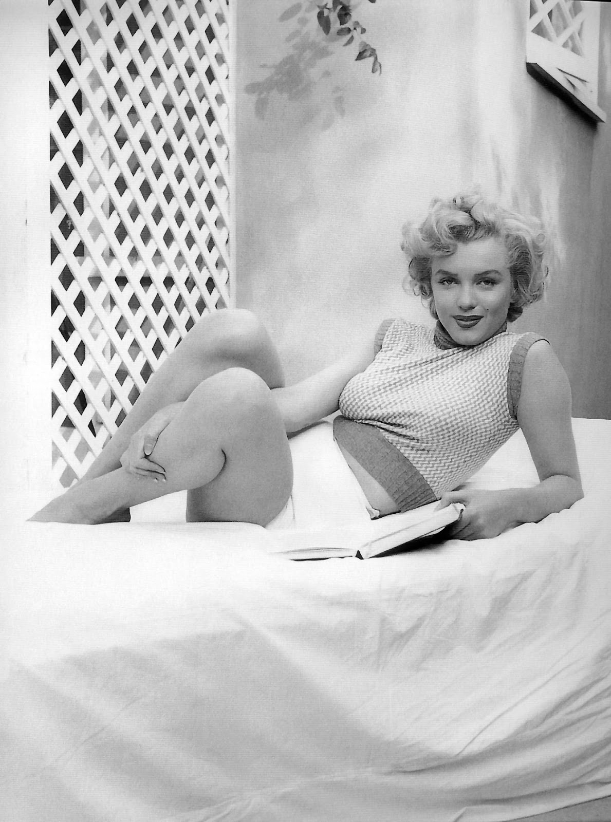 the life and career of marilyn monroe Marilyn monroe is widely regarded as the most iconic hollywood actress of all time her sensuality, upbeat personality, beauty mark, and platinum hair made her an unforgettable sex symbol of the 20th century.