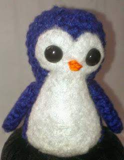 http://translate.googleusercontent.com/translate_c?depth=1&hl=es&rurl=translate.google.es&sl=en&tl=es&u=http://crochetcreationsbysara.blogspot.com.es/2013/04/crochet-penguin-pattern.html&usg=ALkJrhhQkHqjNdX2_WaU_mGoS0CC3WMGxw