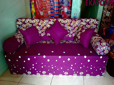 sofa bed inoac motif ungu bunga popy