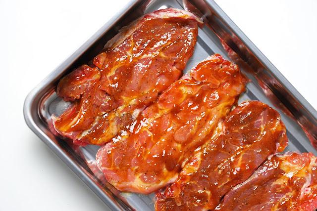 Συνταγή για Χοιρινές Μπριζόλες με Σάλτσα Μπάρμπεκιου