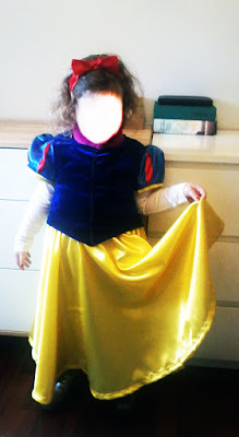 Niña con disfraz de Blancanieves
