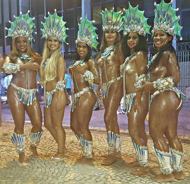 Livia Duarte ao lado das musas que desfilaram de sereia na Cubango. Foto: Arquivo pessoal