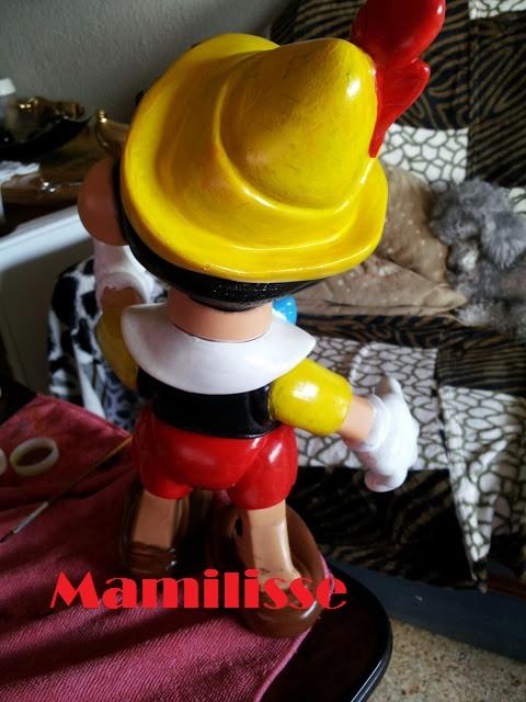 Pinocho de Famosa restaurado, de espaldas