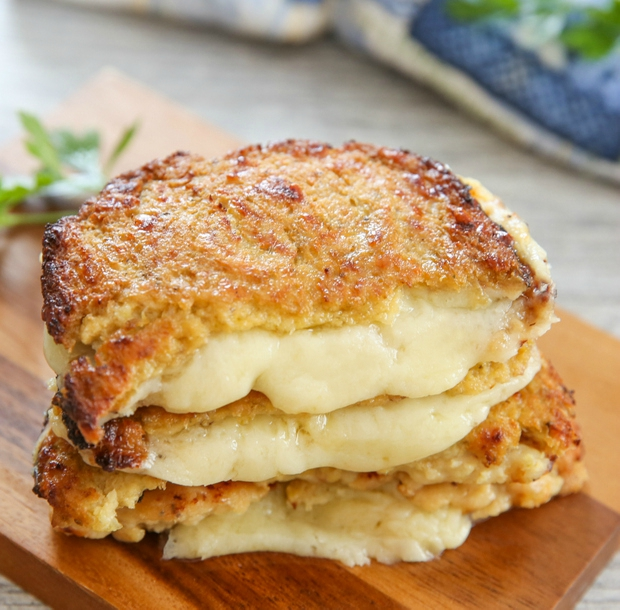 CAULIFLOWER CRUSTED GRILLED CHEESE SANDWICHES #sandwich #healthydinner