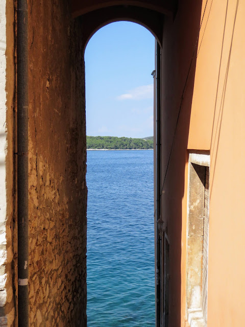 what to see in Rovinj Croatia: narrow passages to the sea