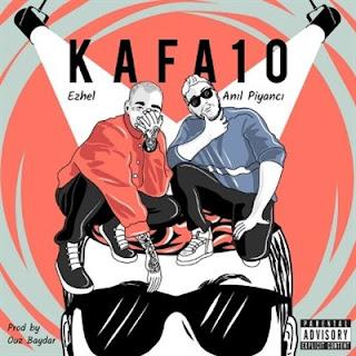 Rapçi Ezhel Kafa10 adlı teklisinin de Anıl Piyancı ile dinleyici karşısına çıktı.İki ünlü rapçinin beraber seslendirdiği Kafa10 sözlerine SozleriSozuNet farkıyla ulaşabilir ve sözleri okurken aynı zamanda parçayı dinleyebilirsiniz.