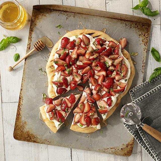 10 recetas de pizzas dulces para el postre: Pizza de frutas a la parrilla