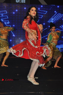 Bollywood Actress Model Sunny Leone Dance Performance in Red Half Saree at Rogue Audio Launch 13 March 2017  0189.jpg