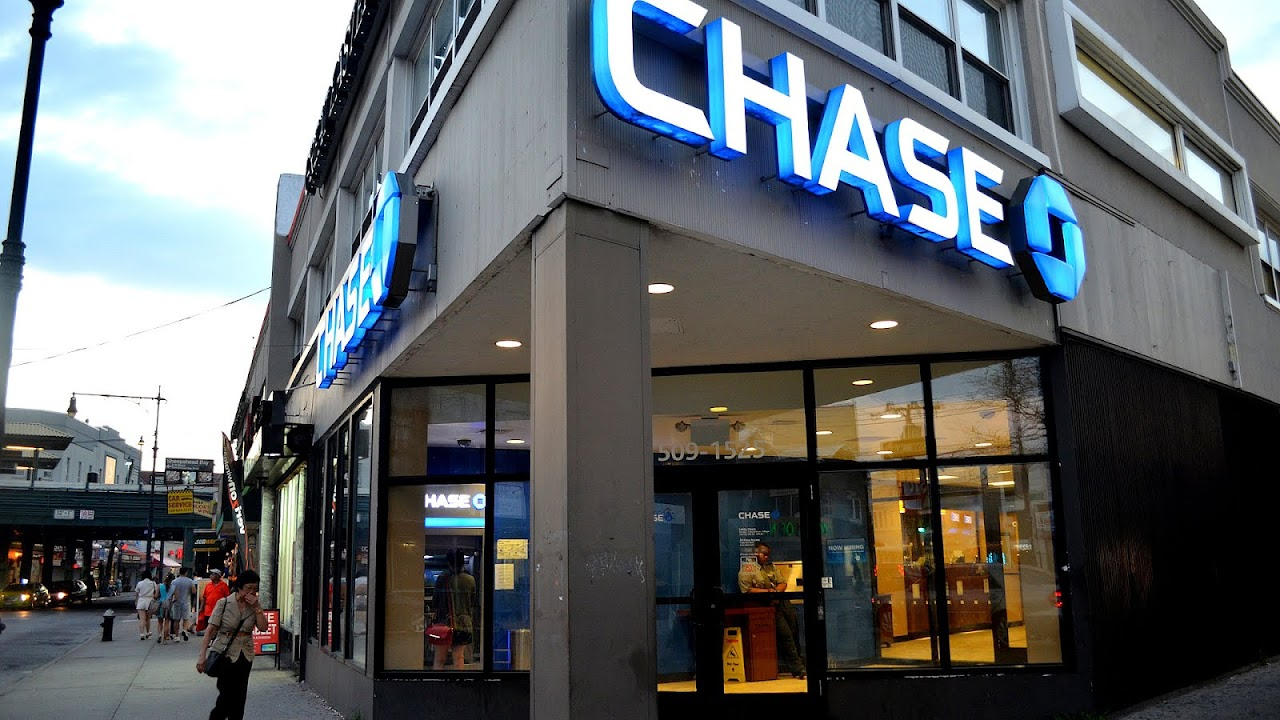 is chase bank open on sundays in nyc
