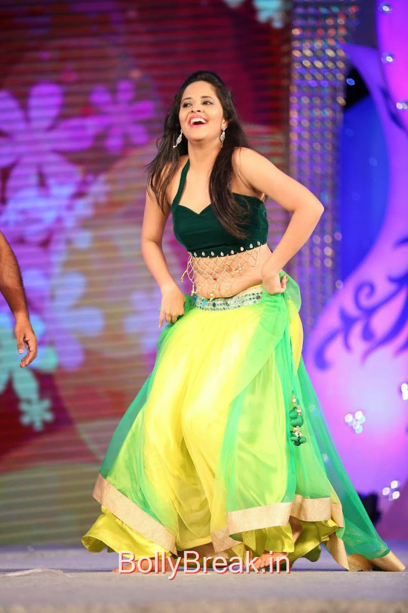 Anasuya Images in Green Dress At Gama Tollywood Music Awards 2014