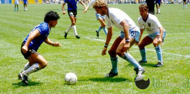 Diego Maradona (166 cm - Argentina)