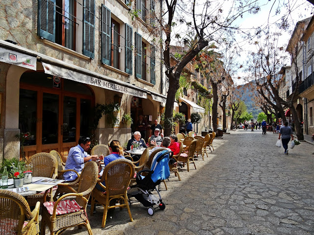 hiszpański styl życia, jak wyglądają ulice na Majorce