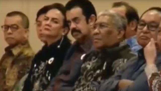 Kontroversi Riza Chalid Hadiri Kuliah Jokowi