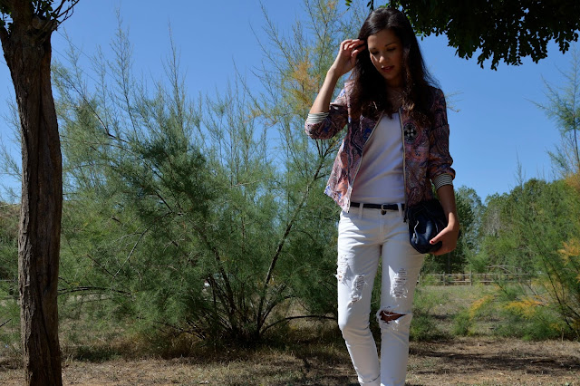 look-total-white-bomber-estampada-casual-outfit-blogger