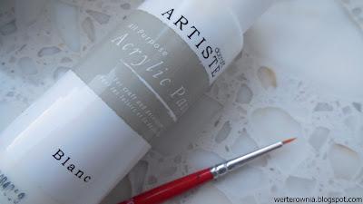 biała farbka akrylowa