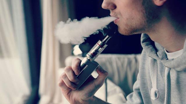 Ada saja cara yang salah untuk berhenti dari kebiasaan merokok. Misalnya, menganggap dan mengonsumsi rokok elektrik (vaping) sebagai sarana berhenti merokok. Tentu, menurut beberapa ahli kesehatan, anggapan tersebut jelaslah tidak tepat.