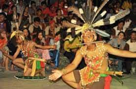 Tari-Tradisional-Mandau-Khas-Daerah-Kalteng