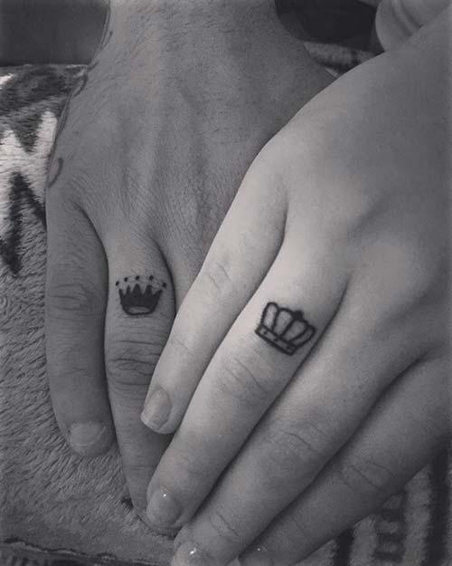 wedding ring crown tattoo yüzük parmağı taç dövmesi çiftler için