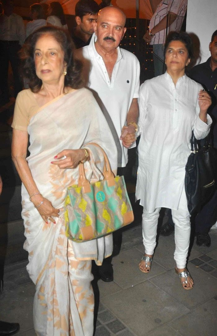 Rakesh Roshan, Pinky Roshan, Pics from Condolence Meeting of Late Filmmaker Ravi Chopra