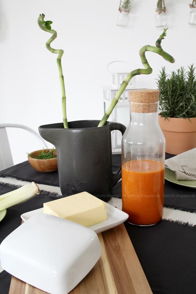 Ikea Healthy Living, Ketchup selber machen, Kräuter länger haltbar machen, Grillsaison, Gag für jede Grillparty, gesünder leben, gedeckter Tisch, selbstgemachter Ketchup