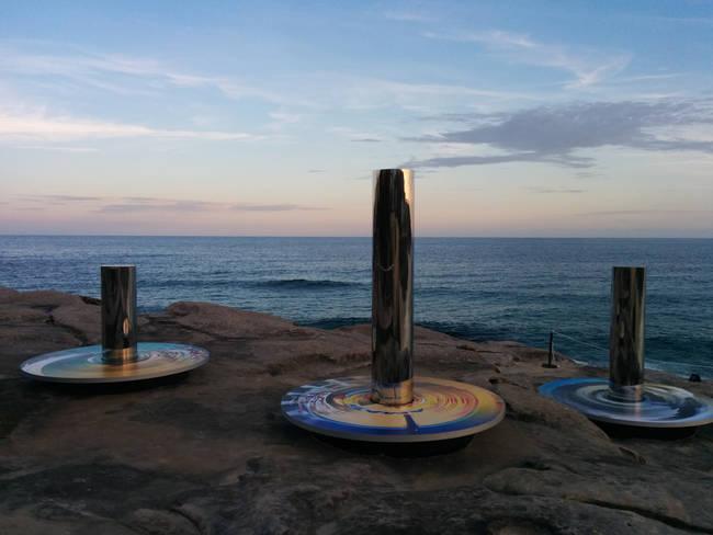 05be59caff Artistas invadem a areai das praias da Austrália com belas e curiosas  esculturas