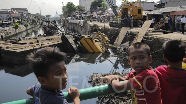 Crane Ambruk di Kemayoran, Bocah Tertimpa Bangunan Teriak-teriak