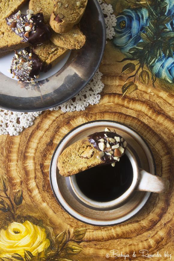 Biscotti veganos de almendras bañados con chococale...peligrosamente adictivos