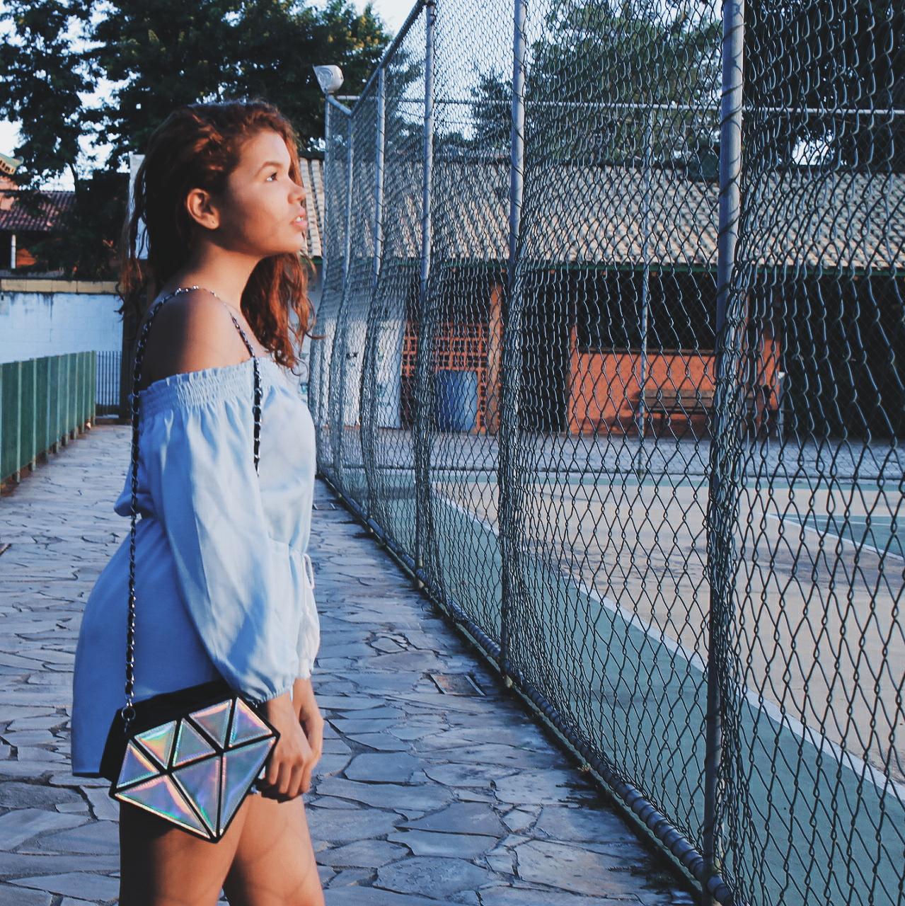 macaquinho ombro a ombro azul da china, zaful, oxford holográfico, look oxford holográfico, bolsa diamante holográfico ebay, look tenis taquilla, oxford taquilla, look casual, blogueira ruiva, blogueira baixinha, ingrid gleize, roupa da china, look da china, bolsa diamante ebay