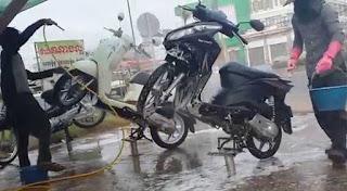 cara mencuci motor yang benar.