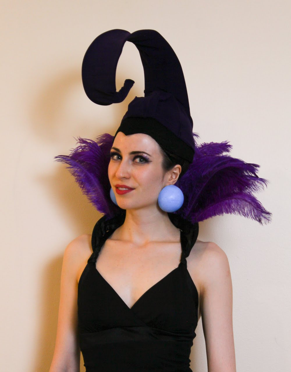 Inexpensive & easy Yzma costume from The Emperor's New Groove - made from feathers, coat hangers and a cloche hat.