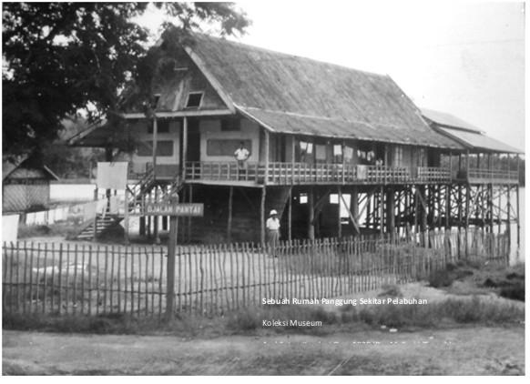 rumah disekitar teluk kendari zaman dulu