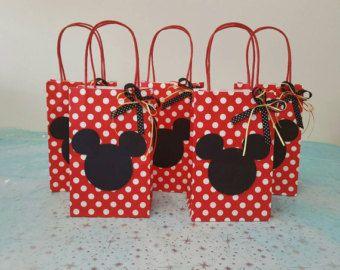 8feaf0749 Aprende cómo hacer bolsas de Mickey y Minnie Mouse para cumpleaños