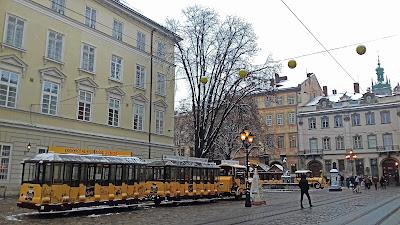 ĽVOV, Ukrajina: Vianočné trhy, pamiatky, kozmetika...   Cestovateľský denník #1