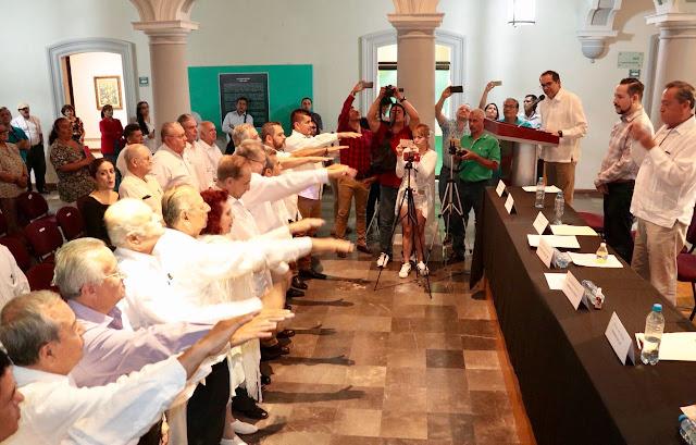 Toma protesta JIPS a miembros fundadores del Club Primera Plana