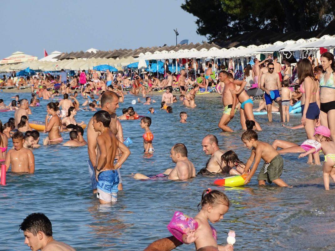 Βουλιάζει και φέτος η Χαλκιδική από Βαλκάνιους τουριστες του τζάμπα!