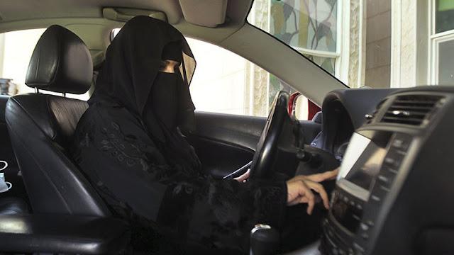 El rey saudita emite un decreto para que las mujeres puedan conducir