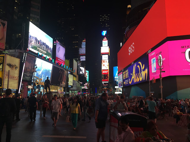 NYC tourist travel guide times square