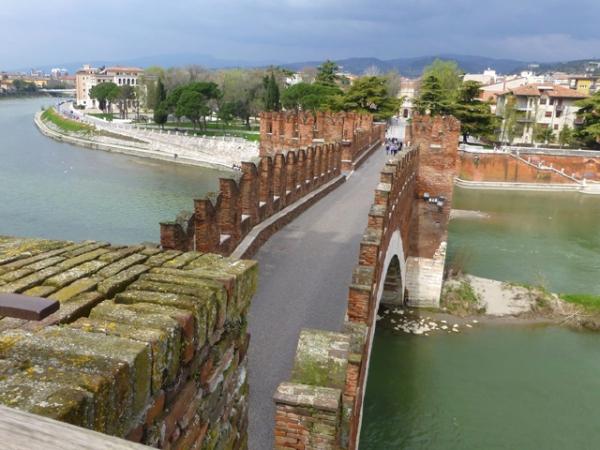Ponte Scaligero em Verona na Itália