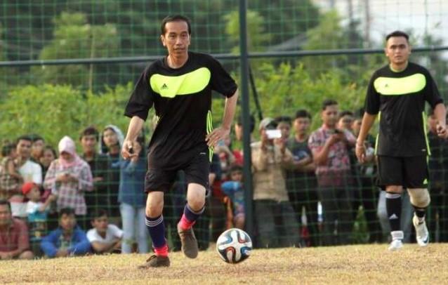 Heboh..!!! Jokowi Tetap Ingin Indonesia Juara AFF 2016, Tolong Sebarkan