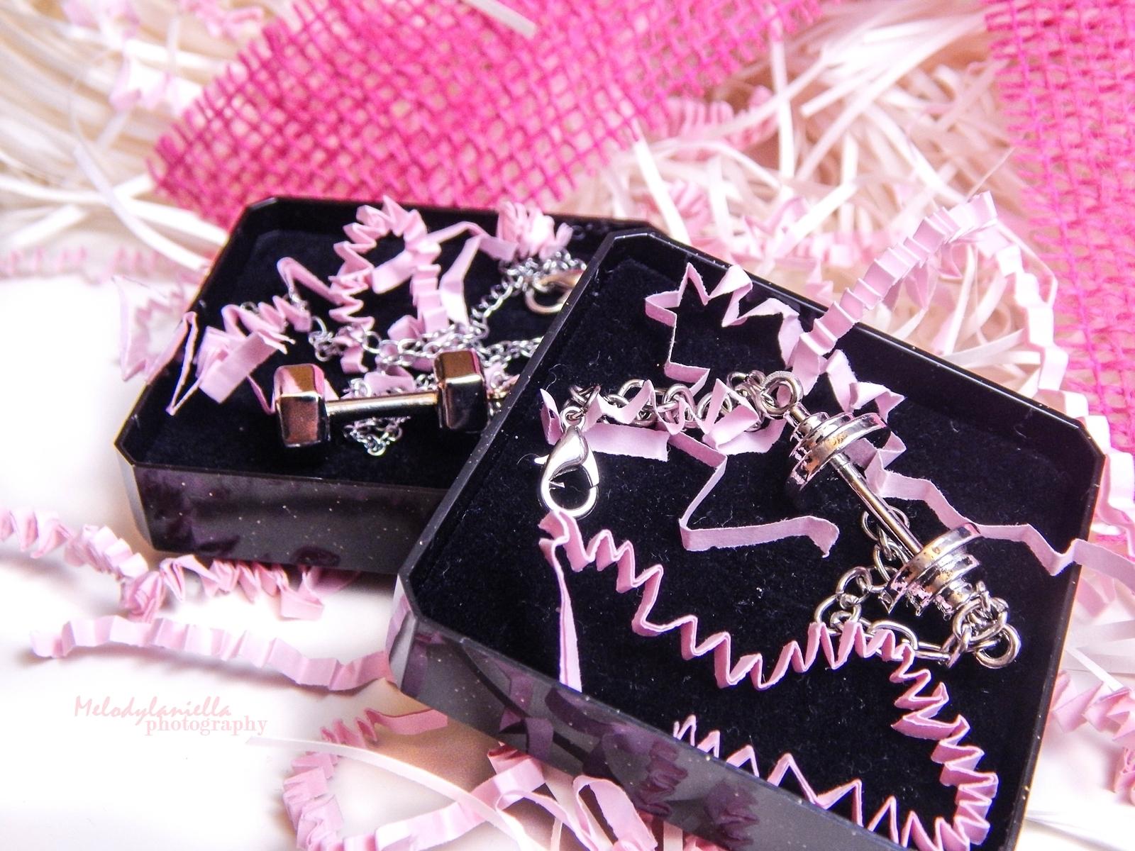 power jewellery dodatki dla sportowych kobiet dziewczyn aktywnych sport moda styl srebrne ciężarki hantle sztanga