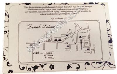 kartu undangan pernikahan hitam putih