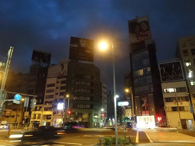 夜景,表参道駅前交差点〈著作権フリー無料画像〉Free Stock Photos