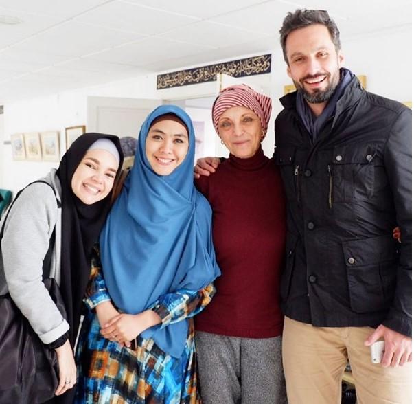 Ketika Oki Bertanya kepada Model Spanyol yang Fokus Urus Masjid
