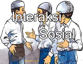 berinteraksi sosial