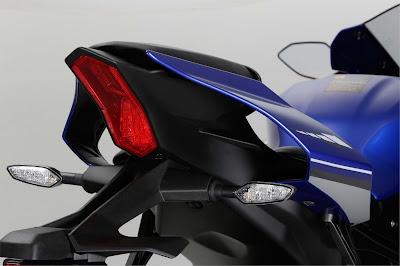 2016 Yamaha YZF R1 & YZF R1M tail light image 02