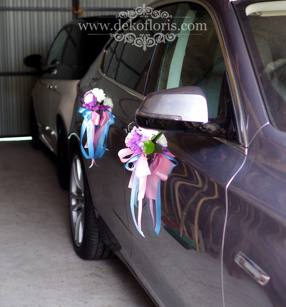 Dekoracja ślubnego samochodu w pastelach
